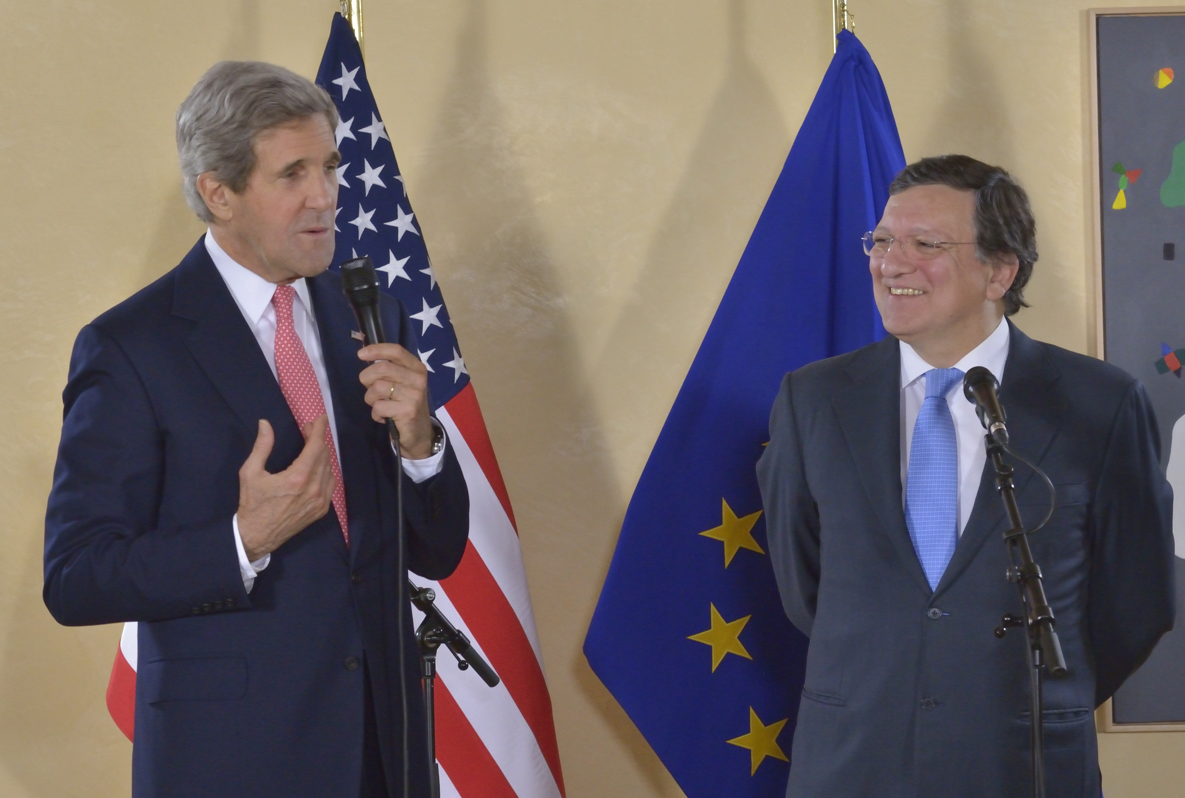 John Kerry, on the left, holding a microphone, and José Manuel Barroso